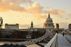 Catedral de San Pablo del puente de Reino Unido de la ciudad de Londres Imagen de archivo
