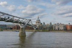 Catedral de San Pablo y puente del milenio, Londres Fotografía de archivo