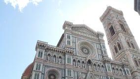 Catedral de Santa Maria del Fiore em Florença no quadrado do domo - a atração a mais grande na cidade - Toscânia vídeos de arquivo