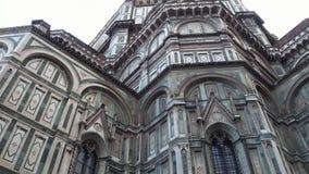 Catedral de Santa Maria del Fiore en Florencia en el cuadrado del Duomo - la atracción más grande en la ciudad - Toscana almacen de video