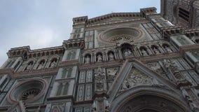 Catedral de Santa Maria del Fiore en Florencia en el cuadrado del Duomo - Toscana almacen de metraje de vídeo