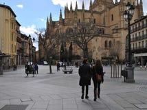 Catedral de Segovia en España con la gente Imagenes de archivo