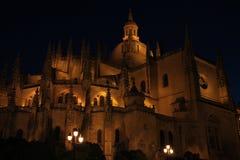 Catedral de Segovia en la noche imagenes de archivo