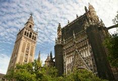 Catedral de Sevilha e a torre Giralda fotos de stock