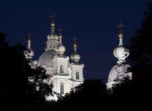 Catedral de Smolny en St Petersburg en la noche Rusia Foto de archivo libre de regalías