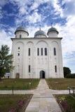 A catedral de St George, monastério ortodoxo de Yuriev do russo em grande Novgorod (Veliky Novgorod ) Rússia Fotografia de Stock Royalty Free