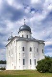 A catedral de St George, monastério ortodoxo de Yuriev do russo em grande Novgorod (Veliky Novgorod ) Rússia Fotografia de Stock