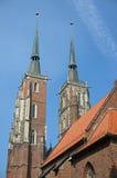 Catedral de St John el Bautista en la isla de la catedral de Wroclaw en Polonia - Ostrow Tumski foto de archivo libre de regalías