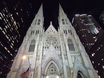 A catedral de St Patrick na noite Fotografia de Stock Royalty Free