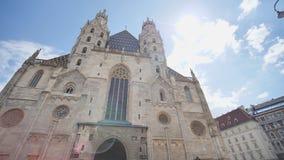 A catedral de St Stephen em Viena, ?ustria em um dia de ver?o bonito filme
