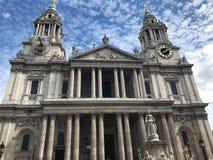Catedral de StPauls em Londres, Reino Unido imagens de stock royalty free