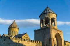 Catedral de Svetitskhoveli en la puesta del sol Mtskheta, Georgia Foto de archivo
