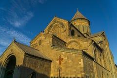 Catedral de Svetitskhoveli en la puesta del sol Mtskheta, Georgia Imagen de archivo libre de regalías