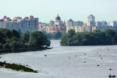 Catedral de Sviato-Pokrovskyi em Kyiv, Ucrânia imagens de stock