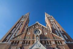 Catedral de Szeged vista de la parte inferior en finales de la tarde, en verano Los Dom de este Szegedi de la catedral son uno de fotografía de archivo