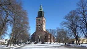Catedral de Turku en un día soleado de febrero finlandia metrajes