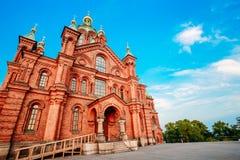 Catedral de Uspenski, Helsinki en el verano Sunny Day Iglesia roja adentro Foto de archivo