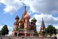 Catedral de Vasily Blazhennyj en el área roja. Imágenes de archivo libres de regalías
