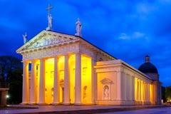 Catedral de Vilna por la tarde, Lituania fotos de archivo