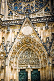 Catedral de Vitus Praga del santo, parte de la fachada Imagen de archivo