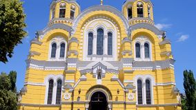 Catedral de Vladimir Cathedral aka Volodymyrsky en Kiev, Ucrania, metrajes