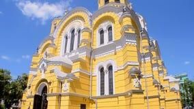 Catedral de Vladimir Cathedral aka Volodymyrsky en Kiev, Ucrania, almacen de metraje de vídeo
