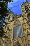 Catedral de York, cielo azul, Inglaterra, gótica Imagenes de archivo