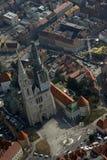 Catedral de Zagreb do avião imagens de stock royalty free
