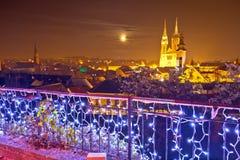 Catedral de Zagreb y opinión del advenimiento de la tarde del paisaje urbano Fotos de archivo libres de regalías