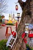 Catedral de Zagreb y opinión del advenimiento del paisaje urbano imagenes de archivo