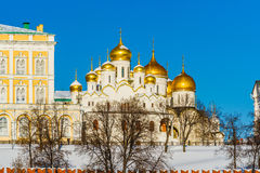 Catedral del anuncio de Moscú el Kremlin en el día de invierno Imagen de archivo libre de regalías