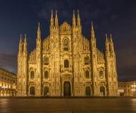 Catedral del duomo de la plaza de Milano imagenes de archivo