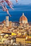 Catedral del Duomo en Florencia en la primavera fotografía de archivo