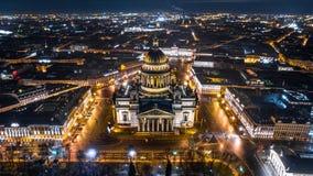 Catedral del ` s de Isaac del santo en la opinión aérea de St Petersburg foto de archivo