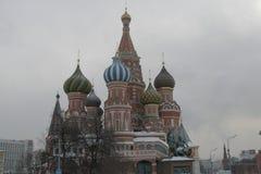 Catedral del ` s de la albahaca del santo en Moscú Foto de archivo libre de regalías