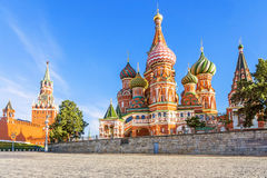 Catedral del ` s de la albahaca del St en cuadrado rojo en Moscú Foto de archivo libre de regalías