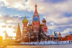 Catedral del ` s de la albahaca del St en Moscú foto de archivo