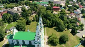 Catedral del santo Sophia en Polotsk, Bielorrusia, Europa en la opinión aérea del verano almacen de video