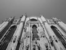 Catedral del significado del Duomo en Milán, blanco y negro Imagenes de archivo