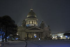 Catedral del St Isaac en la nieve Imagen de archivo libre de regalías
