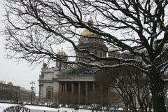 Catedral del St Isaac en la nieve Fotos de archivo