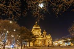 Catedral del St Isaac en St Petersburg en la Navidad Foto de archivo