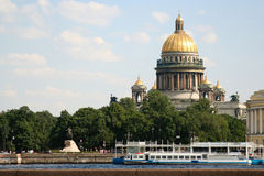 Catedral del St. Isaac y el jinete de bronce Fotos de archivo