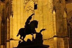 Catedral del St Vitus en el castillo de Praga en la noche Imagenes de archivo