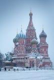 Catedral do da manjericão de Saint abençoado no quadrado vermelho do inverno, Moscou, Rússia Foto de Stock