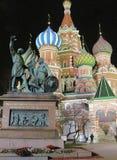 Catedral do ` s da manjericão do St no quadrado vermelho em Moscou imagens de stock