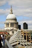 Catedral do ` s da ponte e do St Paul do milênio Fotografia de Stock