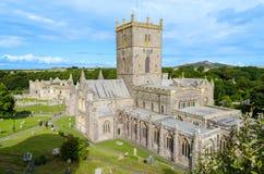 Catedral do St Davids na cidade Pembrokeshire – Gales do St Davids, Reino Unido Imagem de Stock Royalty Free
