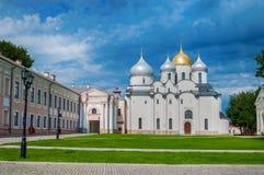 Catedral do St Sophia em Veliky Novgorod, Rússia no dia ensolarado do verão - paisagem da arquitetura Fotografia de Stock