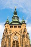 Catedral do St. Vitus situada em Praga, checa no castelo de Praga Fotos de Stock